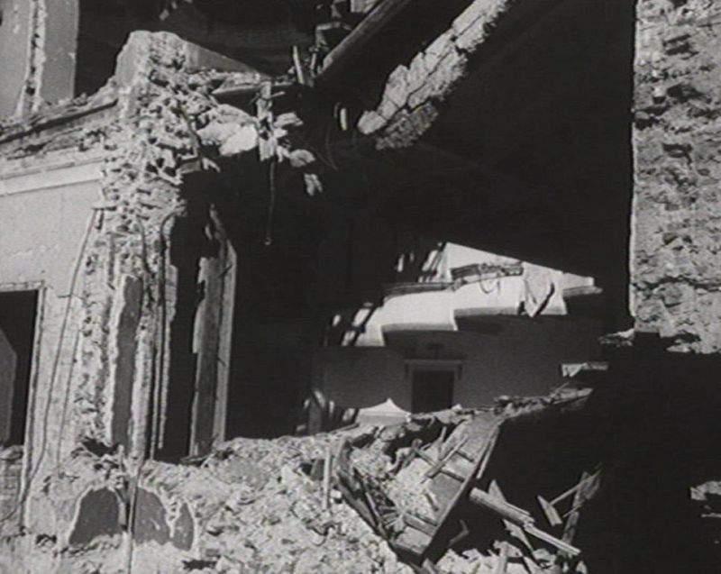 В первые дни войны Театр был разрушен во время бомбежки Москвы
