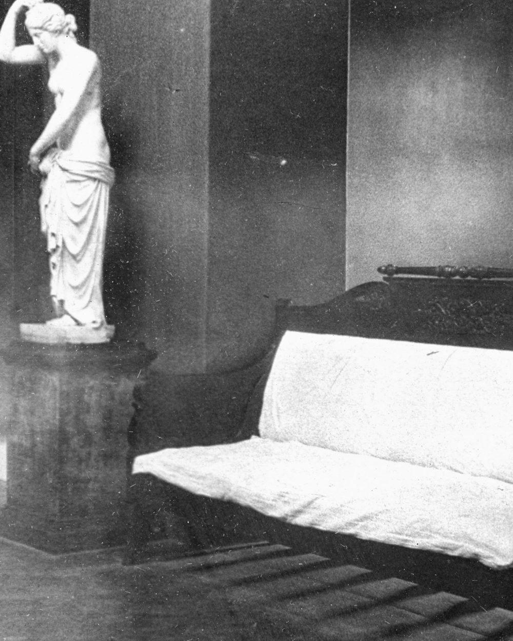 Фойе театра (1930-е)